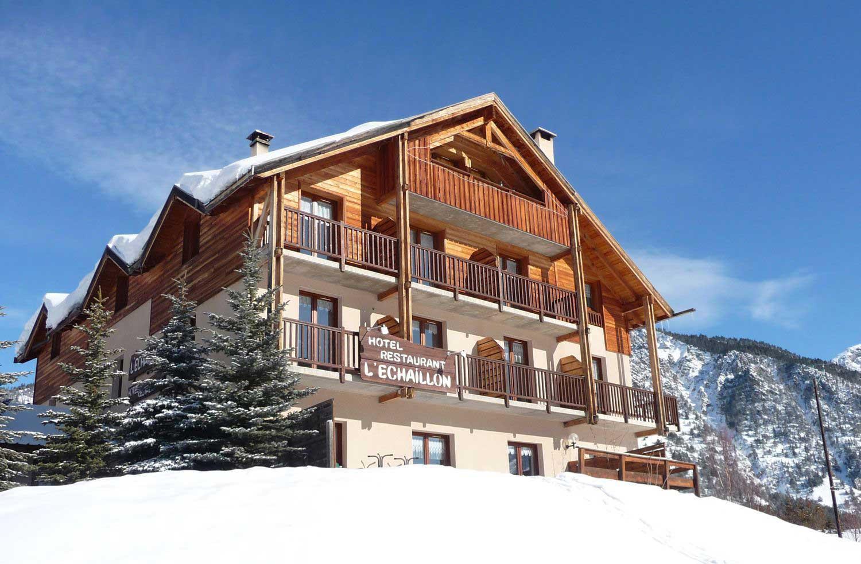hotel-echaillon-hiver-ciel-bleu-neige