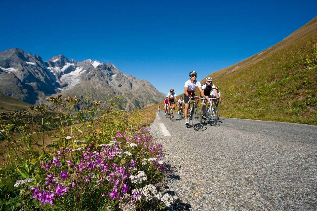 cyclistes-col-du-galibier