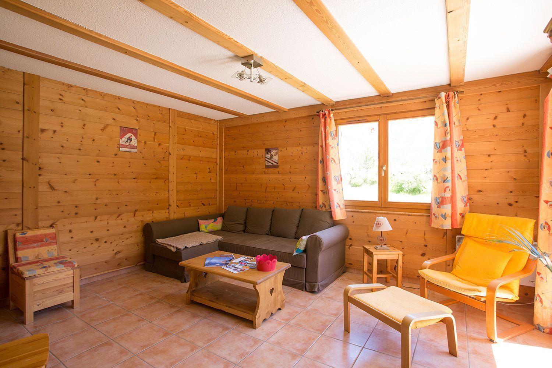 location-chalet-meuble-claree-nevache-salon